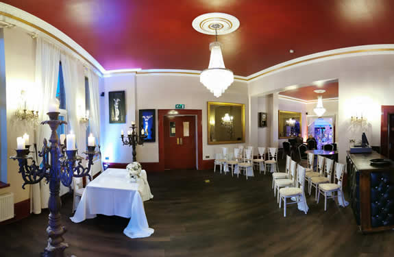 Elegant Oak Lounge At the Kings Oak